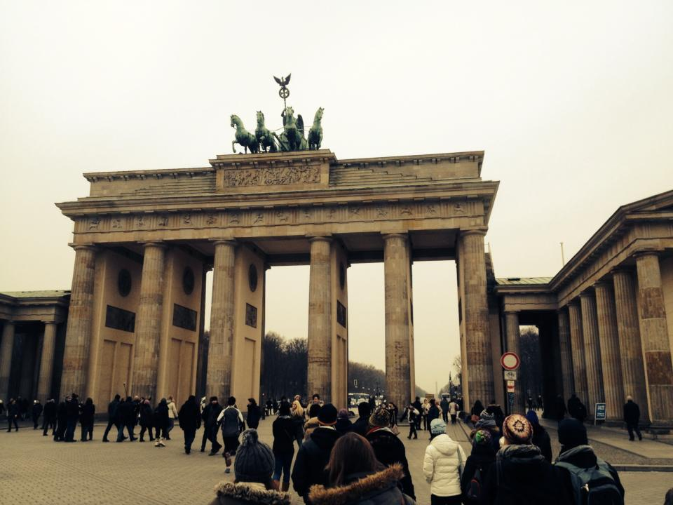 A crowd gathers outside Brandenburg Gate ready to start a free walking tour.